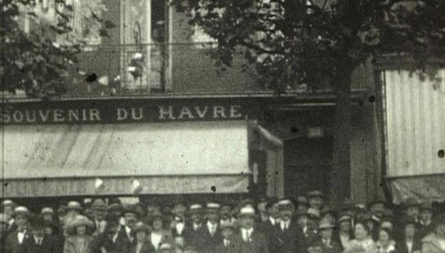 Inauguration du monument aux morts de André Lucas, 1924, 9,5 mm, NB, muet © Normandie Images
