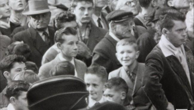 Photogramme issu du film amateur : Visite de Pierre Mendès-France à Louviers, réalisation Pierre Boust, 1953, 9,5mm © NORMANDIE IMAGES