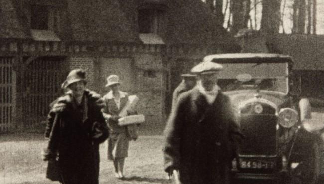 Photogramme issu du film amateur Le peintre Jacques Emile Blanche, sa femme et Berthe Nouflard de André Noufflard, 1927, 9,5mm © NORMANDIE IMAGES