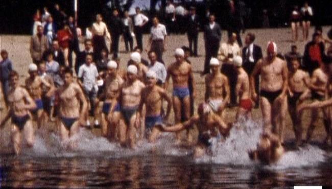 Photogramme issu du film amateur : Traversée de la Seine à Elbeuf de Maurice Lehucher, 1957, 8mm © NORMANDIE IMAGES